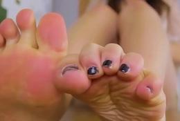 Curvy footfetish shelady teasing close to closeup