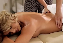 Bigtitted massage les contravened by her masseuse