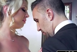Lexi Lowe Receives One Carry on with Cock Before Be imparted to murder Bridal