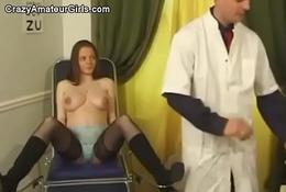 Schwangere bei der Untersuchung more den Arsch gefickt