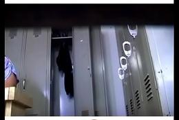 Espiando en el vestidor