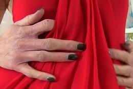 UK milf Turn red Louise pleasures the brush soaking wet gypsy