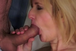 Alluring cougar gives staggering bj