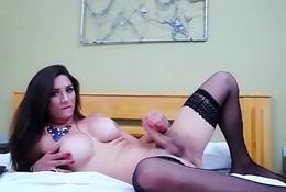 Travesti se masturba at&eacute_ gozar